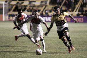 Em 'jogo de seis pontos' contra rebaixamento, Vitória e Criciúma se enfrentam no Barradão