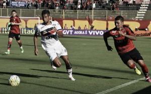 Vitória e Santa Cruz ficam no empate no Barradão e se complicam na tabela