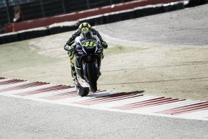 MotoGP: Rossi vince a Silverstone, Petrucci e Dovizioso completano la tripletta italiana