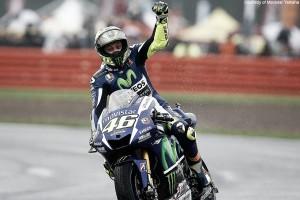 Flashback Silverstone 2015: Rossi golpea de nuevo