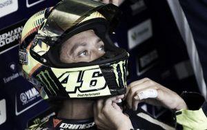 """Valentino Rossi: """"Tengo un pequeño dolor en el dedo"""""""