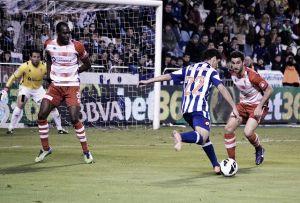 La ingenuidad defensiva condena al Dépor en Granada