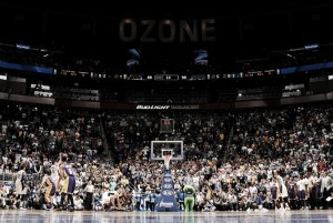 "Vucevic hunde a Lakers ""at the buzzer"""