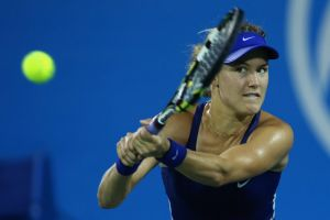Bouchard arrasa en su debut