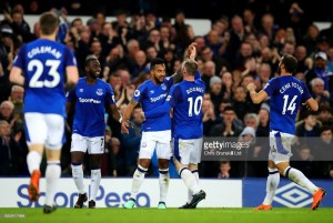 Everton 1-0 Newcastle United: Walcott winner does little to silence home discomfort as Benitez loses 100th Toon game