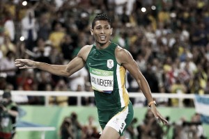 43,03s: Wayde Van Niekerk aniquila la historia de los 400 metros