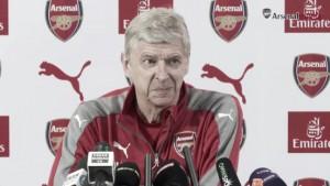 """Wenger: """"Alexis y Özil quieren estar en el club"""""""