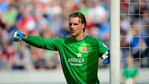 Schalke sign veteran keeper Christian Wetklo