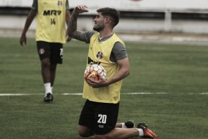 Vinícius Eutrópio aponta manutenção do time titular do Santa Cruz diante do Goiás