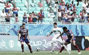 Bahia sai na frente, mas cede empate ao Coritiba e ambos se complicam no Brasileirão