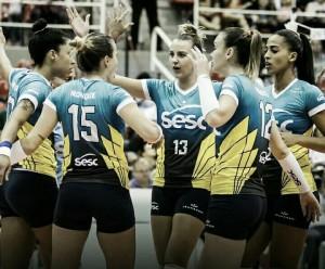 Jogando em casa, Sesc-RJ supera Vôlei Bauru e mantém vice-liderança da Superliga