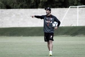 Confirmado como interino no Vitória, João Burse espera mudar postura do time