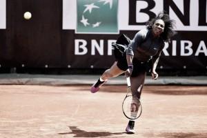 Serena Williams supera su trámite en su vuelta