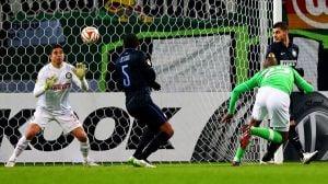 Carrizo, Vidic, Mancini: troppi errori e il Wolfsburg ringrazia