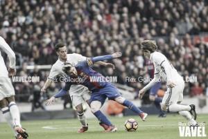 Barça sai na frente, mas Ramos marca no fim e Real mantém distância de seis pontos na ponta