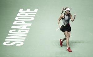 WTA Finals: Caroline Wozniacki thrashes world number one Simona Halep, enters the semifinals