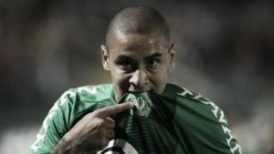 Em noite de Wellington Paulista, Chapecoense bate Figueirense e confirma final na Arena Condá