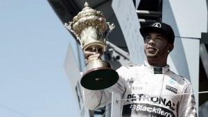 Vuelta al 2015. GP de Gran Bretaña: Lewis Hamilton, profeta bajo la lluvia