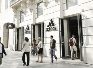 Adidas recorta previsión de beneficios para 2013