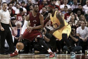 Wade y Deng amargan el regreso de LeBron James a Miami