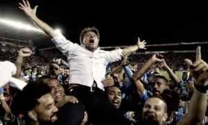 """Após título, Renato pede estátua e brinca: """"Estou declarando feriado em Porto Alegre"""""""
