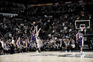 Los Angeles Lakers obran el milagro con Nick Young vestido de héroe