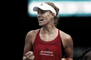 WTA Sydney: Angelique Kerber battles back to defeat Venus Williams