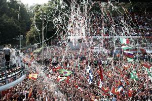Lewis Hamilton se venga de Nico Rosberg en Monza