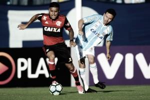 Em jogo com polêmica e gol de bicicleta, Avaí e Flamengo empatam na Ressacada