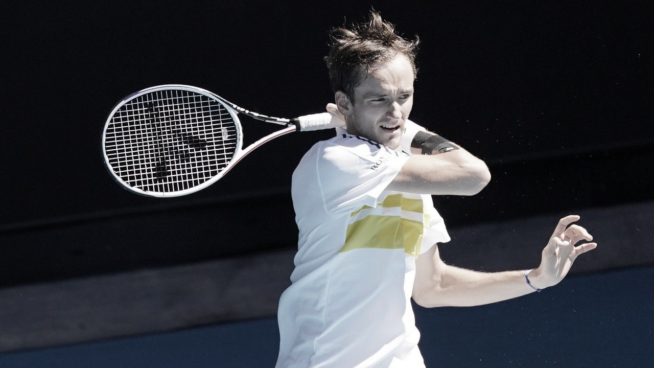 Medvedev supera Pospisil com tranquilidade e avança no Australian Open