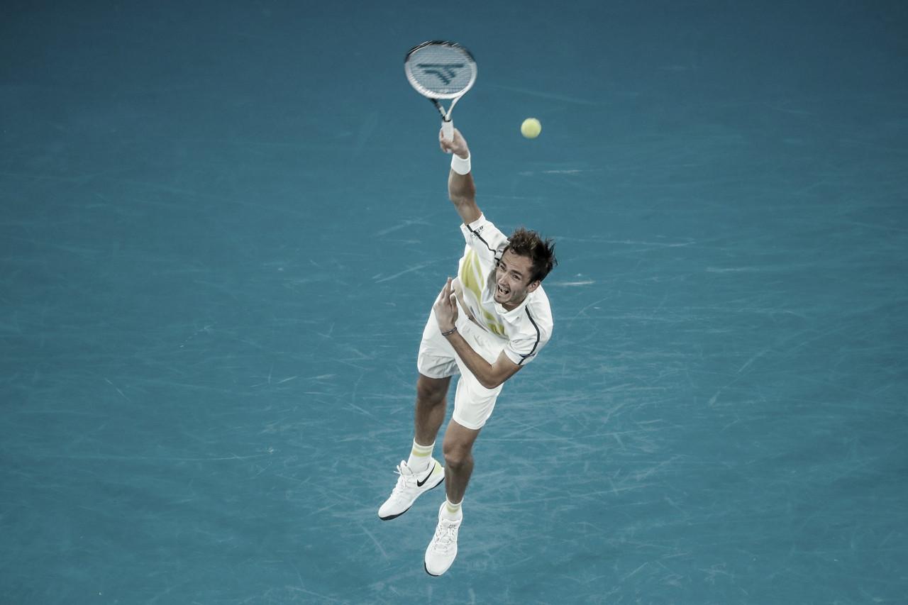 Medvedev comemora aniversário vencendo Carballés Baena no Australian Open