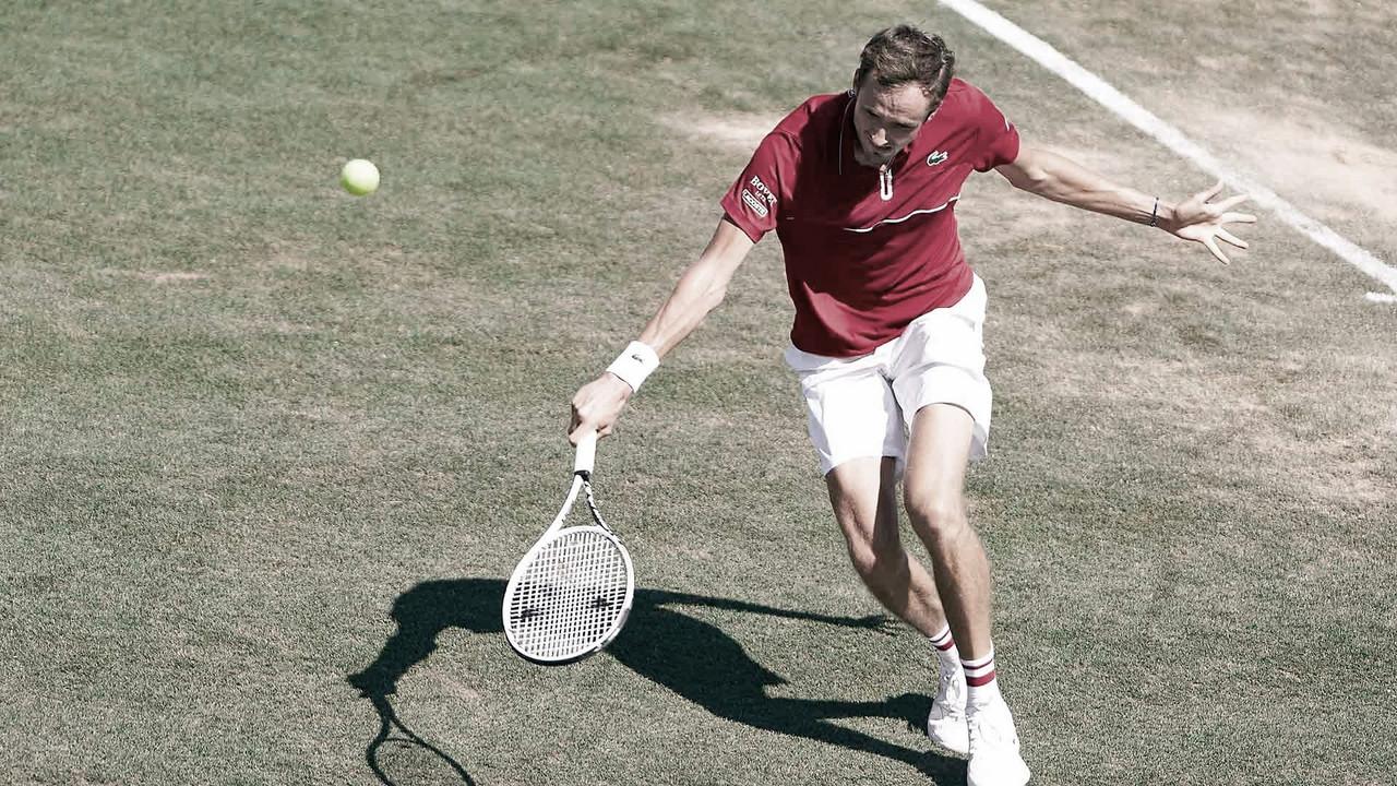 Medvedev confirma favoritismo contra Moutet e supera estreia em Mallorca
