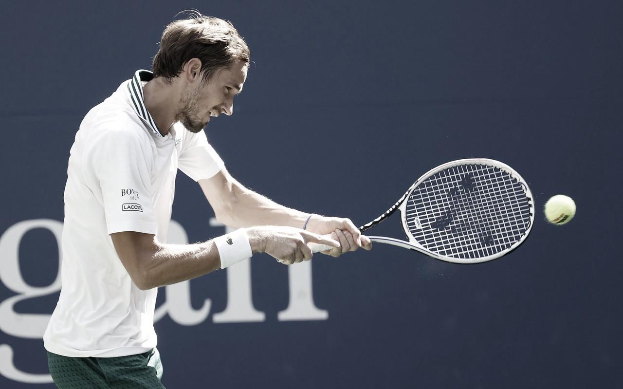 Com direito a 'pneu', Medvedev passa fácil por Andújar e avança no US Open