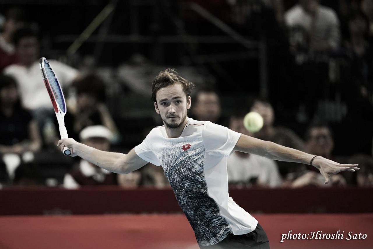 Do qualifying para a glória: Medvedev derrota Nishikori e é campeão em Tóquio