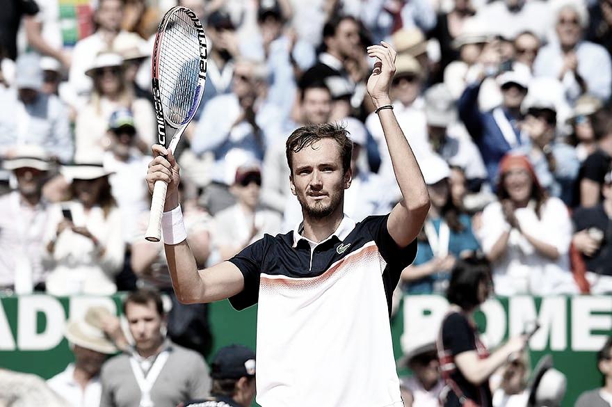 Medvedev supera Djokovic e avança para as semifinais de Monte Carlo