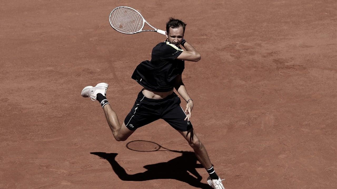 Medvedev passa fácil por Opelka e chega às oitavas em Roland Garros