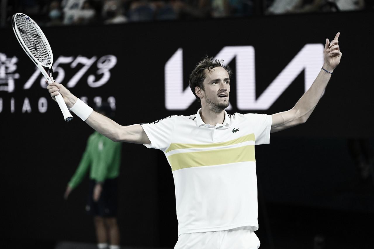 Medvedev domina Tsitsipas em Melbourne e chega à segunda final de Slam da carreira