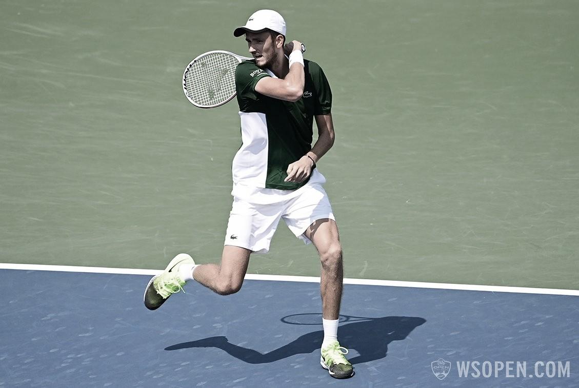Medvedev confirma favoritismo contra Bedene e segue na defesa do título em Cincinnati