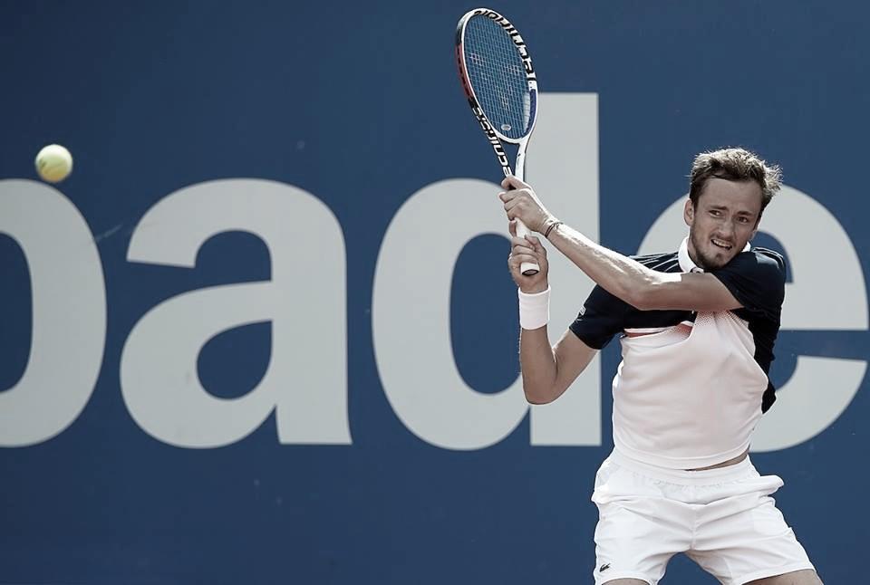 Medvedev supera Jarry e vai às semifinais em Barcelona