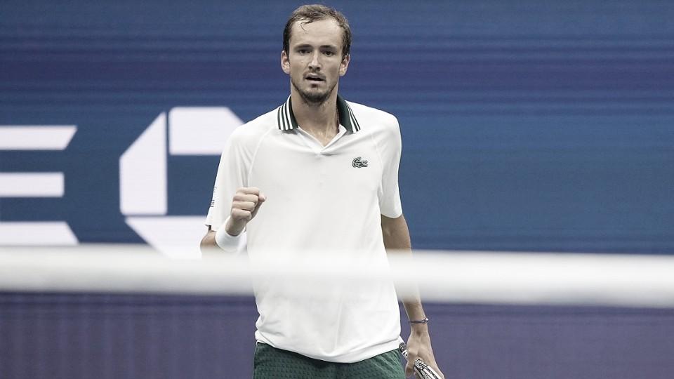 Medvedev arrasa Koepfer e segue no US Open; Rublev toma susto, mas avança
