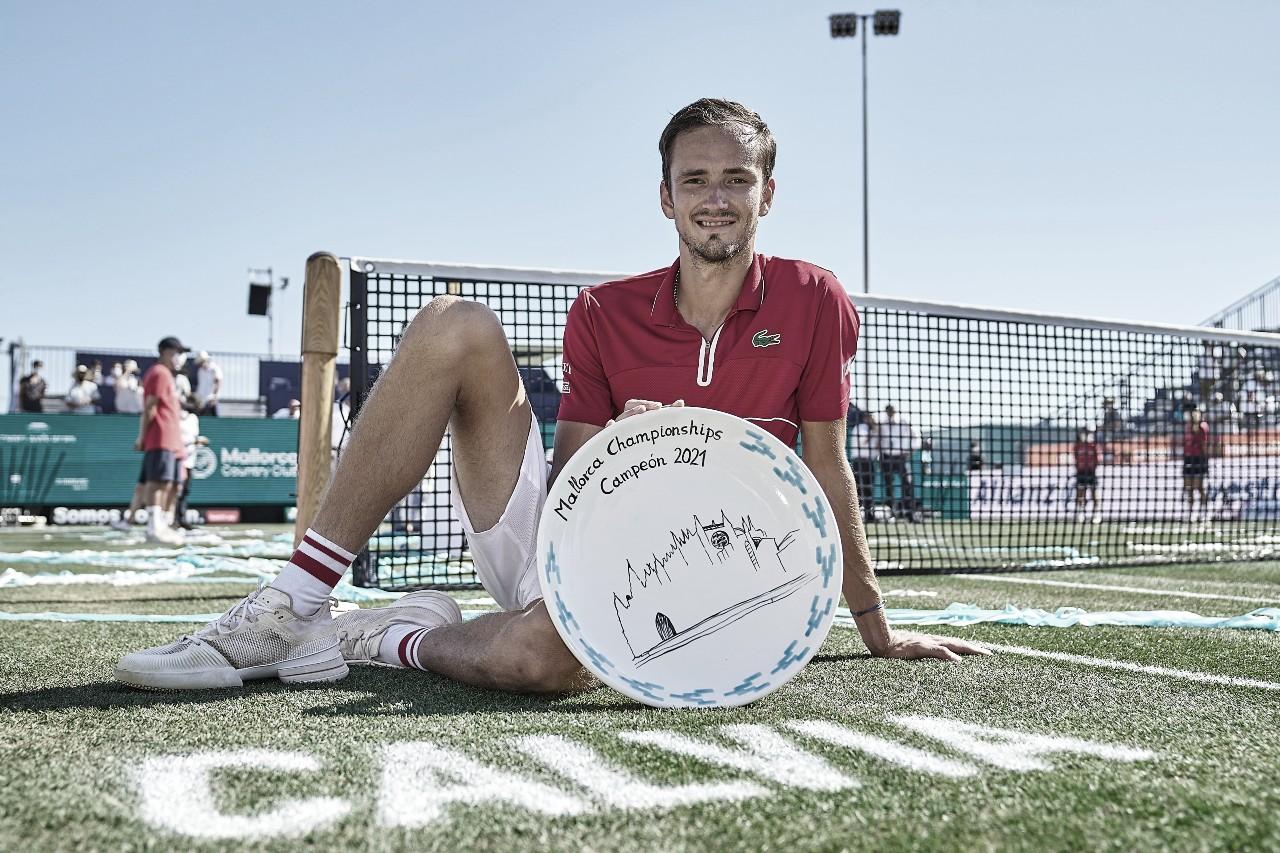 Medvedev domina Querrey em Mallorca e vence primeiro título na grama
