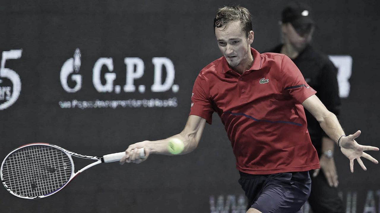 Medvedev ganha duelo local contra Rublev em São Petersburgo e avança à mais uma semifinal