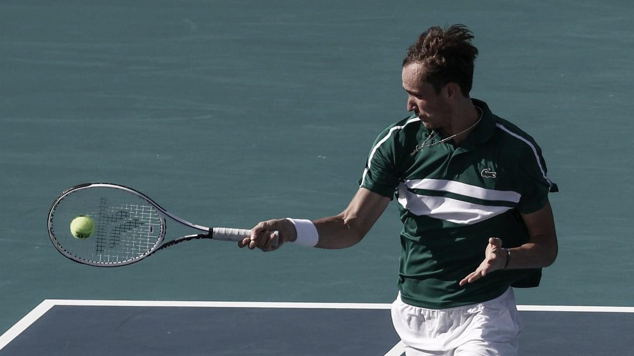 Medvedev avança em Miami com vitória tranquila sobre Tiafoe; Hurkacz derruba Raonic