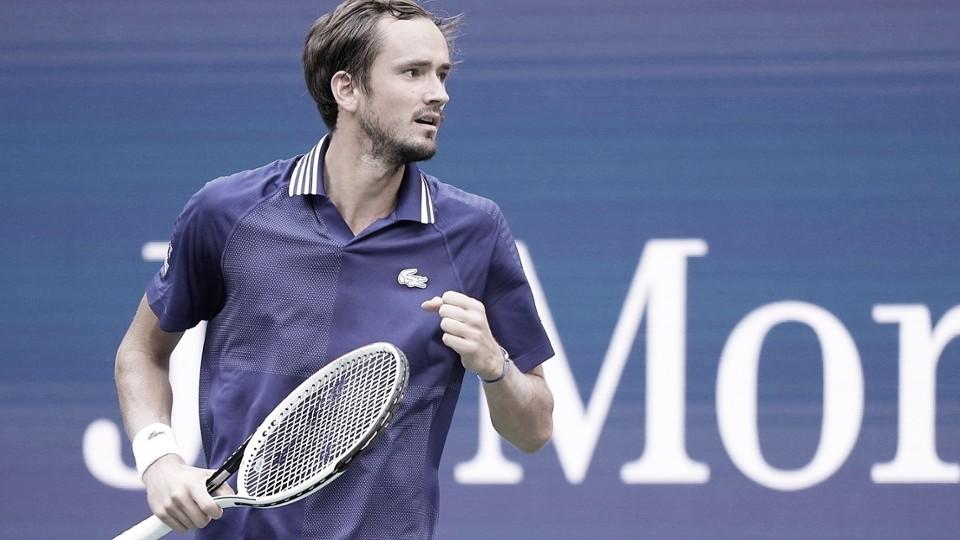 Medvedev domina Auger-Aliassime e é o primeiro finalista do US Open 2021