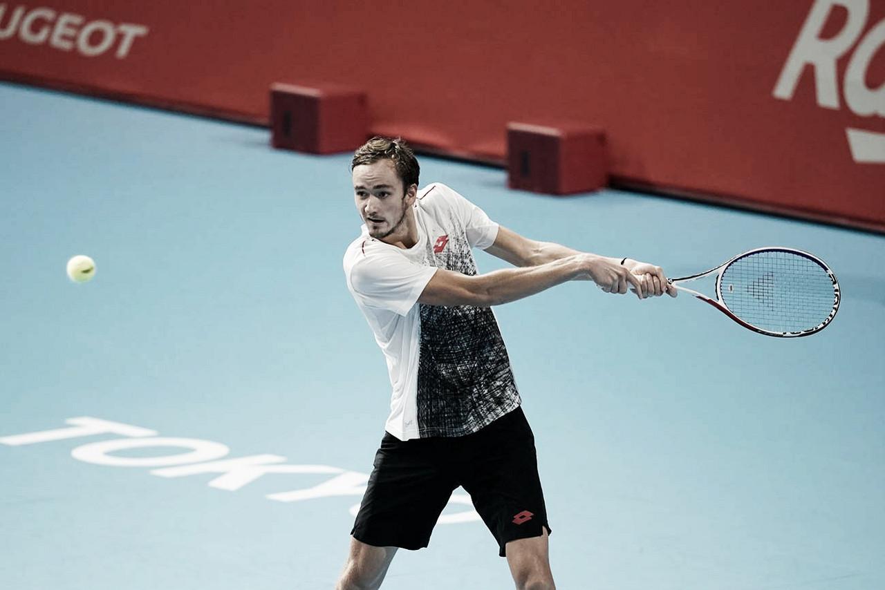 Medvedev vence duelo equilibrado contra Schwartzman e avança em Tóquio