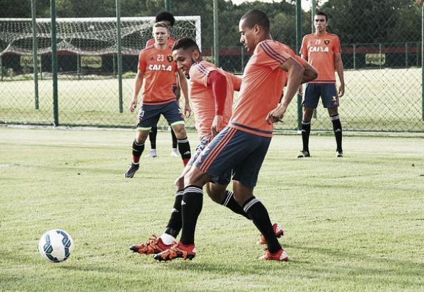 Wendel volta a treinar no Sport e passa a ser opção diante do Atlético-PR