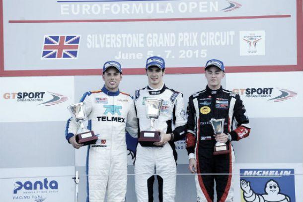 Doble podio de novatos para Menchaca en Silverstone