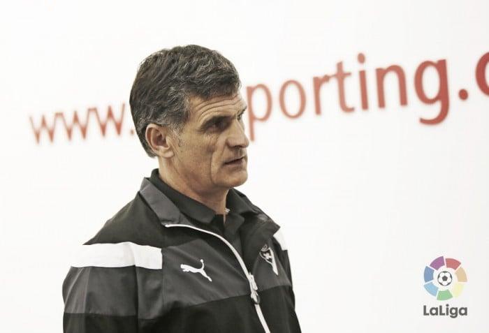 """Mendilibar: """"Con el 2-1 hemos podido empatar y quizá por eso hemos perdido"""""""