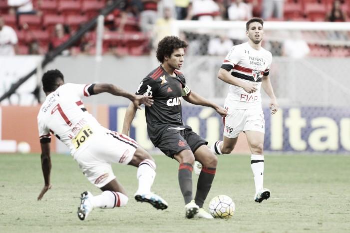 Flamengo perde pênalti nos acréscimos e fica no empate com São Paulo
