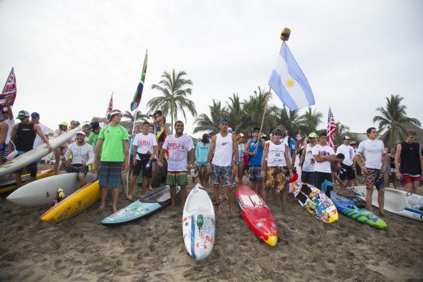 Peruanos siguen dando pelea en el Mundial de México